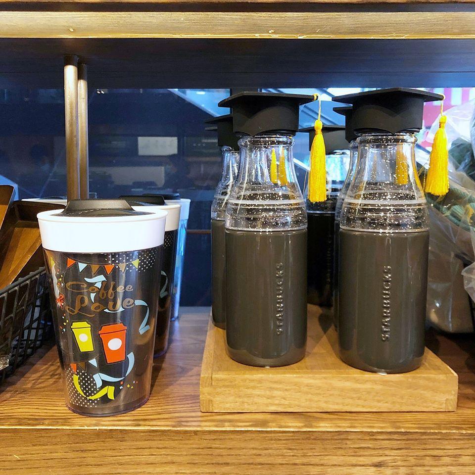 Starbucks  คอลเลคชั่นใหม่ แก้วน้ำบัณฑิต สุดชิค